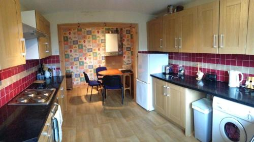A kitchen or kitchenette at House for Groups & Contractors Kilmarnock