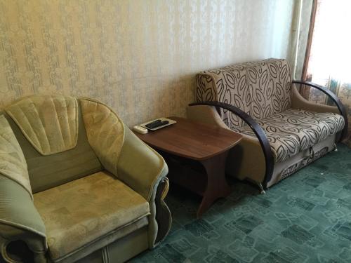 A seating area at Apartment On Oktyabrskaya 34