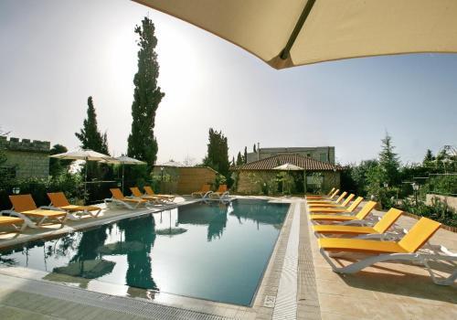 בריכת השחייה שנמצאת ב-וילה גליליי מלון בוטיק וספא או באזור