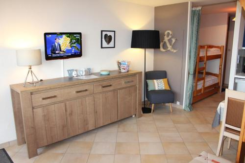 A television and/or entertainment center at Cosylocation Super Besse