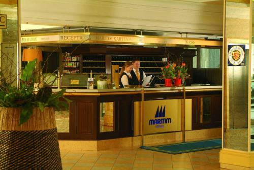The lounge or bar area at Maritim Hotel Würzburg