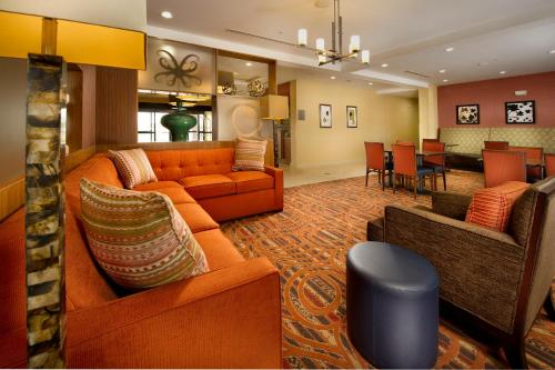 The lounge or bar area at TownePlace Suites by Marriott Eagle Pass