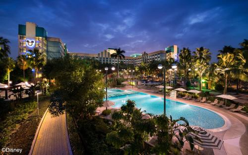 A view of the pool at Disney's Hollywood Hotel or nearby