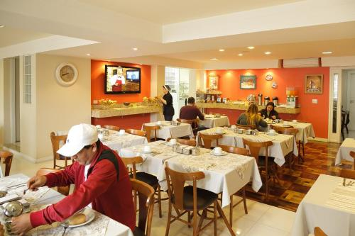 A restaurant or other place to eat at Hotel Erechim