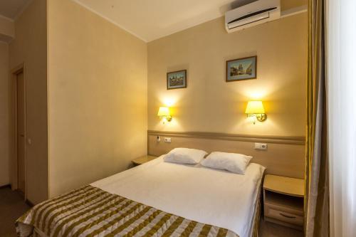 A room at Apelsin Hotel on Komsomolskaya