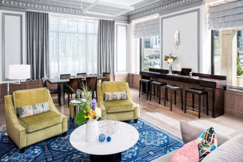 The lounge or bar area at Phoenix Park Hotel