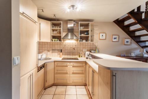 Kuchnia lub aneks kuchenny w obiekcie Rent like home - Za Strugiem