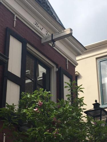 The facade or entrance of B&B Kort Jakje