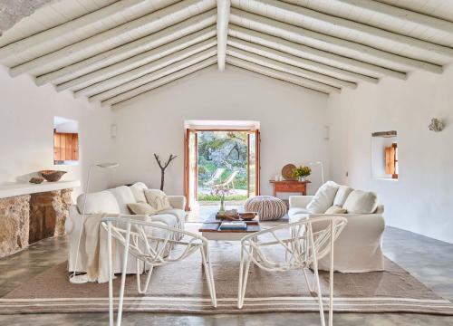 A seating area at Casas Caiadas | Boutique Home