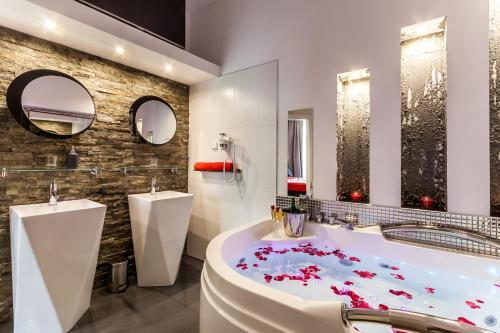 Łazienka w obiekcie Komorowski Luxury Guest Rooms