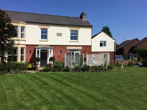 Leadenham Cottage