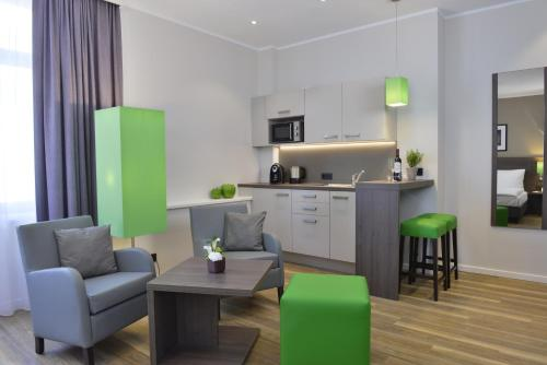 A kitchen or kitchenette at Appartello Smarttime living Hamburg