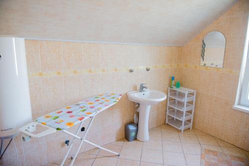 Ванная комната в Guest House Suzirya Karpat