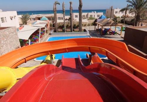 منظر المسبح في Romance Hotel & Aqua Park او بالجوار