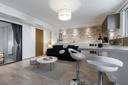 The lounge or bar area at Cosy Home