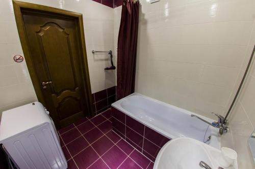 Ванная комната в Хоум Отель на Краснодонской, 5