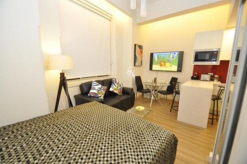 A television and/or entertainment center at Sydney CBD Studio Apartment 503BRG