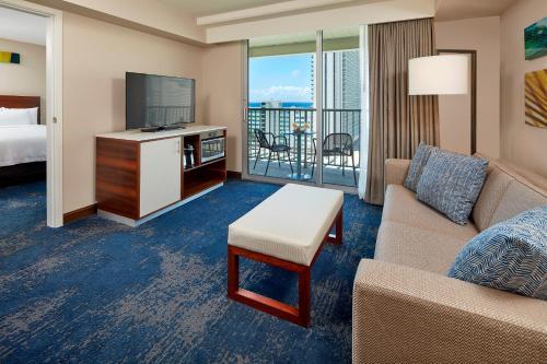 A seating area at Hilton Garden Inn Waikiki Beach