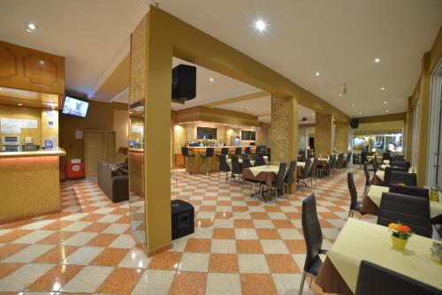 A restaurant or other place to eat at Angelina Hotel & Apartments