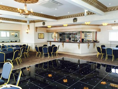The lounge or bar area at Parkstone Hotel