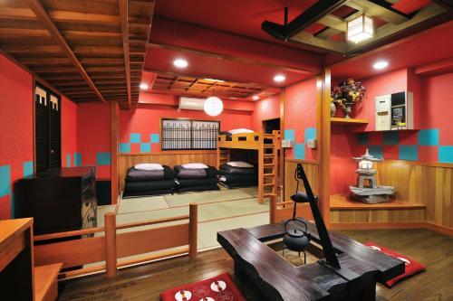 El salón o zona de bar de Khaosan World Asakusa Ryokan & Hostel
