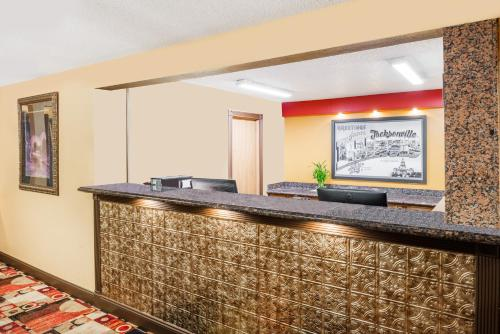 The lounge or bar area at Super 8 by Wyndham Jacksonville