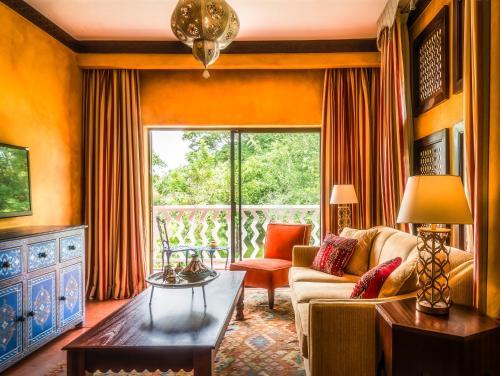 Coin salon dans l'établissement Avani Victoria Falls Resort