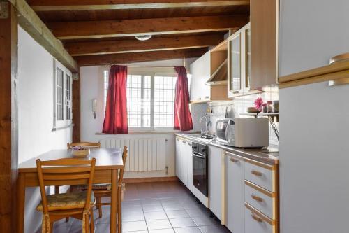 A kitchen or kitchenette at la casa di Anna...