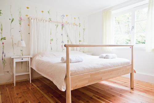 A bed or beds in a room at Villa Kurorto Namas