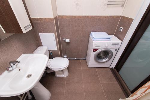 """Ванная комната в """"SelimVseh"""" at Soyuznaya"""