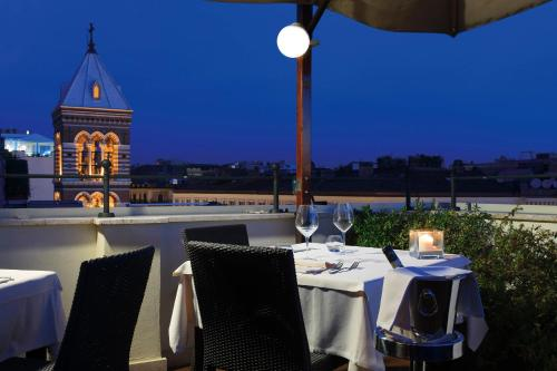 A restaurant or other place to eat at Hotel Artemide