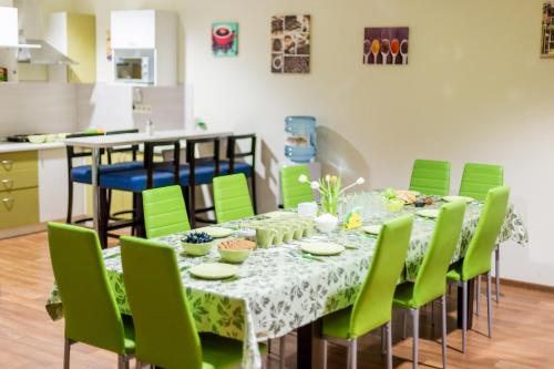A restaurant or other place to eat at Nice Hostel Samara