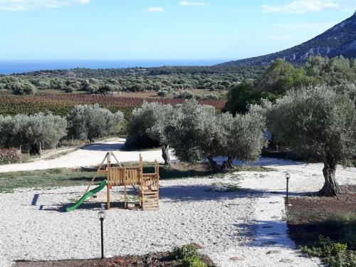Area giochi per bambini di Agriturismo Su Barcu