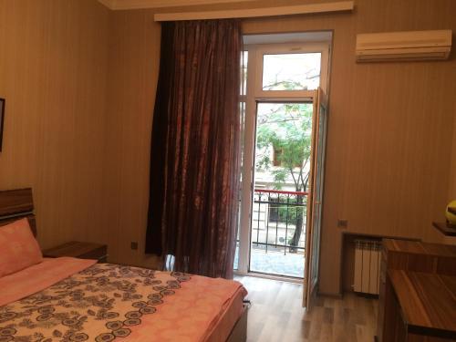 Um quarto em Azneft Square Apartment