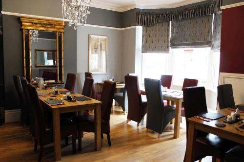 A restaurant or other place to eat at Hazeldene Guest House