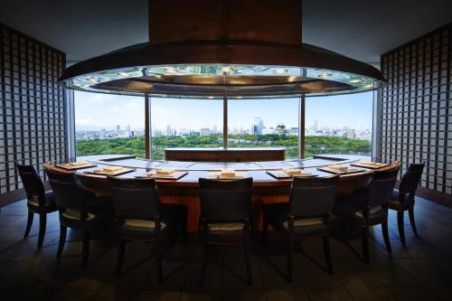 A restaurant or other place to eat at Hotel New Otani Osaka