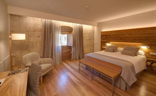 A room at Hotel Real Colegiata San Isidoro