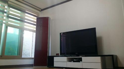 수지 펜션 TV 또는 엔터테인먼트 센터
