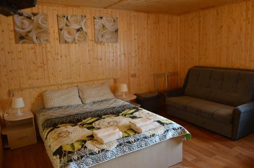 A bed or beds in a room at Guest House Berezka