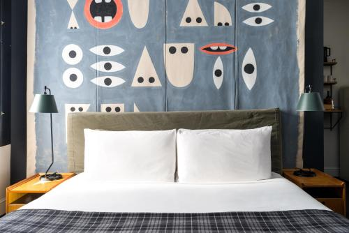 A bed or beds in a room at Ace Hotel New York