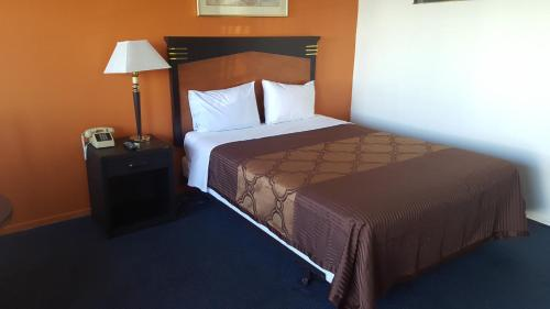 A bed or beds in a room at All Star Inn Motel