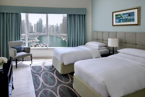 A room at Dubai Marriott Harbour Hotel And Suites