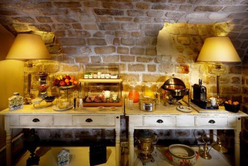 A cozinha ou cozinha compacta de Le Relais Montmartre