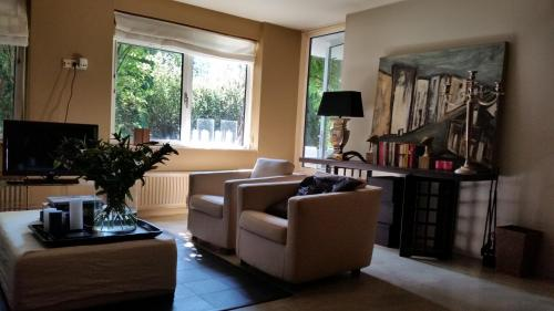The lounge or bar area at Apartment with garden, Amsterdam Zuid/Rai/WTC