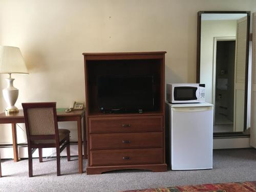A television and/or entertainment center at Sherwood Motel