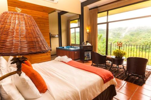 A room at Hotel Arenal Kioro Suites & Spa