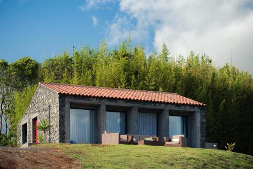 A garden outside Casa dos Tomarinhos