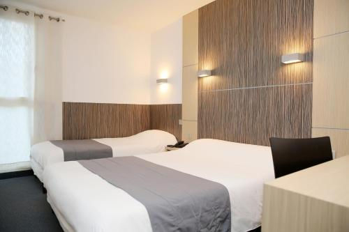 A bed or beds in a room at The Originals City, Hôtel Le Causséa, Castres (Inter-Hotel)