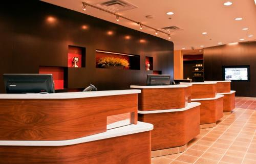 The lobby or reception area at Courtyard by Marriott Ottawa East