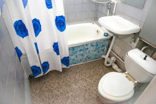 Ванная комната в Apartments on Gromoboya 54